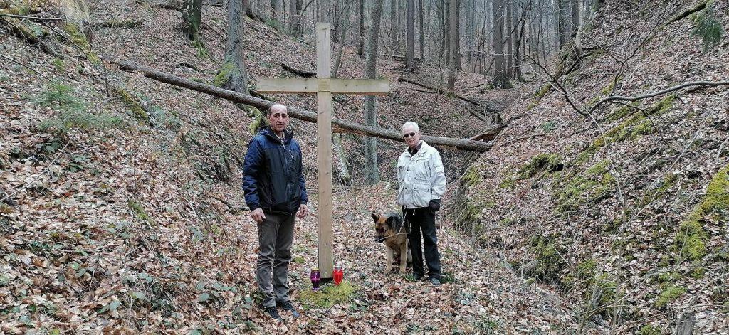 Koželj – masovna grobnica (Slovenski Grobišče Koželj) iz razdoblja neposredno nakon Drugog svjetskog rata, nalazi se u šumi Goll (Gollova hosta) ispod brda Velikog Koželja (Veliki Koželj) pokraj pritoka potoka Trubušnica. Sadrži ostatke kamiona slovenskih civilnih zatvorenika, uključujući mnoge starosjedioce Velenja, koji su prevoženi iz zatvora u Celje i strijeljan 15. lipnja 1945.